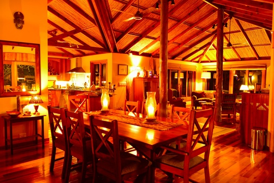 Main lodge at night, Bushwillow Collection
